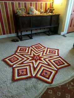 Nearly finished star granny square rug/blanket. Crochet Crafts, Crochet Doilies, Crochet Projects, Crocheted Afghans, Crochet Granny, Crochet Round, Love Crochet, Diy Afghan, Crochet Rug Patterns