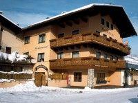Gasthof Bacher in Flachau-Wagrain günstig buchenDer familiär geführte 3-Sterne-Gasthof Bacher befindet sich ca. 700 m vom Zentrum von St. Johann im Pongau und etwa 1,5 km vom Einstieg in das Skigebiet Alpendorf im Herzen der Ski Amadé entfernt.