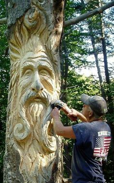 Custom Tree Art - having a dead tree made into garden art ALSO creates a home for all sorts of creatures. Biodiversity is good for the garden and good for the planet! Chainsaw Wood Carving, Wood Carving Art, Wood Art, Wood Carvings, Art Sculpture En Bois, Art Sculptures, Garden Sculptures, Sculpture Ideas, Outdoor Sculpture