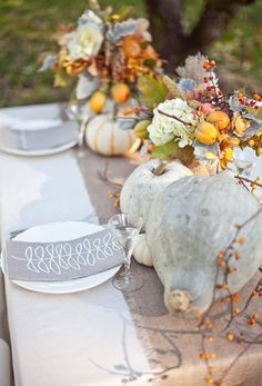 would be pretty with orange pumpkins too