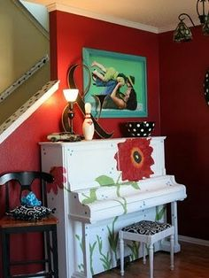 Who says your piano can't be a blank canvas. This designer chose to go with a springy theme and paint a collection of flowers along their white piano. Do you know someone artistic that could transform an old upright piano into a work of art? Red Painted Furniture, Painted Pianos, Funky Furniture, Repurposed Furniture, Furniture Makeover, Painted Armoire, Design Your Life, Shabby, Furniture Inspiration