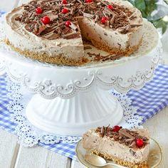 Krämig och god mjölkchokladcheesecake på en härligt smulig botten.