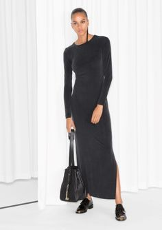 Cut-out detail, back Slit, side Round neck Long sleeves Model wears: UK 10/EU 36    Length of dress: 139 cm (size 36)