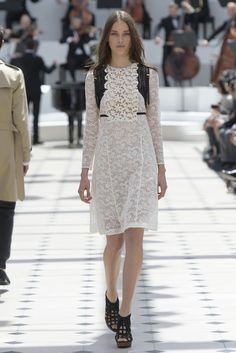 Burberry Prorsum RTW Spring 2016 [Photo: Giovanni Giannoni]