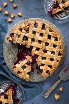 A top down shot of sliced vegan blueberry pie with two slices on glass plates. Vegan Blueberry Pie Recipe, Healthy Blueberry Pies, Vegan Dessert Recipes, Vegan Sweets, Raw Food Recipes, Just Desserts, Vegan Tarts, Vegan Pie, Vegan Foods