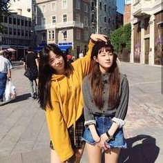 Adorable Ways To Wear Oversized Hoodie Outfits Ideas Mode Ulzzang, Ulzzang Korea, Korean Girl Fashion, Ulzzang Fashion, Oversized Hoodie Outfit, Best Friend Couples, Korean Best Friends, Girl Friendship, Uzzlang Girl