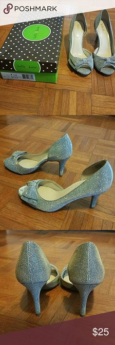 Peep toe gold/silver sparkle holiday shoes! Gold/Silver sparkly women's 7.5 peep toe heels! The description says it's gold but I see more silver-- very versatile shoe! Cute bows on front make it super cute for the holidays. (Only worn once ) Kelly & Katie Shoes Heels