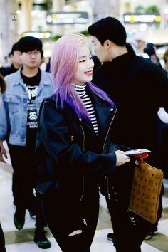 Dahyun-Twice 181011 Gimpo Airport to Japan South Korean Girls, Korean Girl Groups, Tofu, Purple Highlights, Twice Dahyun, Kpop Outfits, Dance The Night Away, Purple Hair, Pop Group