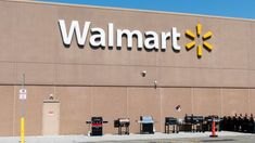 Walmart on Tuesday reported earnings and revenue for the holiday quarter that topped analysts' expectations, as its e-commerce sales surged 43 percent thanks to more shoppers using its online grocery delivery service and spending more per trip. Economic Environment, Retail News, Walmart Online, Grocery Delivery Service, Supermarket Design, Amazon Shares, Government Shutdown, Sale Store, Holiday Sales