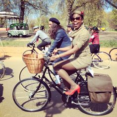 Look! It's Jools. Her Pashley and tweed dress pairing is finished off finely with the red accents on her hat and shoes. And a rather handsome set of vintage style panniers.  | Cyclechic