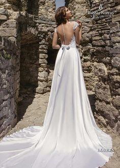 LORETA: O inovador modelo Loreta exibe sofisticação e sensualidade. Para saber mais, acesse: www.russianoivas.com #vestidodenoiva #vestidosdenoiva #weddingdress #weddingdresses #brides #bride