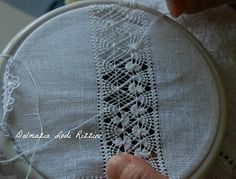 """Fatias"" de Luxo sfilature Blackwork Embroidery, Bead Embroidery Patterns, Weaving Patterns, Hand Embroidery Designs, Beaded Embroidery, Embroidery Stitches, Drawn Thread, Creative Embroidery, Lace Making"