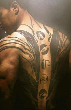From the movie divergent Four's Tattoo of the factions: bravery, selflessness, honesty, intelligence, and peacefulness. He is divergent! Tris Et Tobias, Tris Und Four, Divergent Four, Divergent Fandom, Divergent Trilogy, Divergent Insurgent Allegiant, Divergent Quotes, Insurgent Quotes, Tatouage Divergent