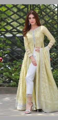Wedding Party Outfits Guest Hijab Trendy Ideas Source by outfits indian Pakistani Couture, Pakistani Dress Design, Pakistani Designers, Indian Gowns Dresses, Pakistani Dresses, Indian Attire, Indian Outfits, Indian Designer Outfits, Designer Dresses