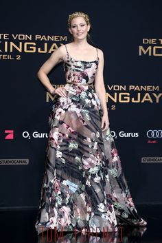 Elizabeth-Banks-Hunge-Games-Mockingjay-Part-2-Berlin-Premiere-Fashion-Elie-Saab-Couture-Tom-Lorenzo-Site (1)