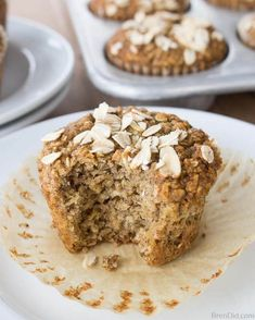 Free Healthy Oatmeal Muffins - Most muffins = junk food! These use no refined sugar, no oil and no flour.Gluten Free Healthy Oatmeal Muffins - Most muffins = junk food! These use no refined sugar, no oil and no flour. Healthy Muffin Recipes, Healthy Muffins, Healthy Baking, Healthy Drinks, Nutrition Drinks, Nutritious Breakfast, Healthy Eats, Heart Healthy Desserts, Healthy Sugar