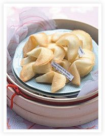 Celebrate Chinese New Year by making your own fortune cookies. The cookies were originally created by a Japanese family living in North America, to accompany the tea that was served in their tea garden. Chinese Christmas, Chinese New Year, Wedding Favours, Wedding Crafts, Wedding Stuff, Afternoon Tea Parties, Fortune Cookie, Iftar, Chinese Food