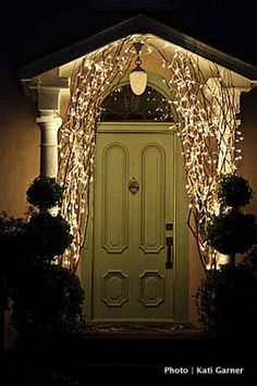 Holiday Front Door Decorating Ideas