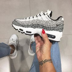 Sneakers For Women 2019 : Tendance Sneakers 2018 : Sneakers femme – Nike Air Max 95 (©ninidokovic) Best Sneakers, Nike Sneakers, Air Max Sneakers, Sneakers Fashion, Nike Air Max, Nike Free Shoes, Running Shoes Nike, Cute Shoes, Me Too Shoes