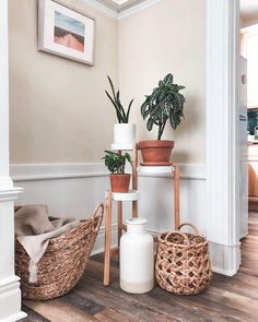 Inspiration for a creative life Bedroom Plants Decor, House Plants Decor, Plant Decor, Ikea Plants, Corner Plant, Diy Plant Stand, Plant Stands, Plant Table, Sweet Home