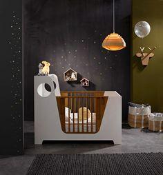 Décoration intérieure / Chambre bébé nursery / Fille garçon unisexe mixte / Berceau lit barreaux / Bois blanc noir / étoiles / féérique espace / idée inspiration