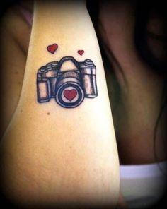 Lovely-Tiny-Hearts-Camera-Tattoo-Make-On-Back-Sleeve-16.jpg (574×720)