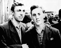 1955. Игорь Кохановский и Владимир Высоцкий на первомайской демонстрации