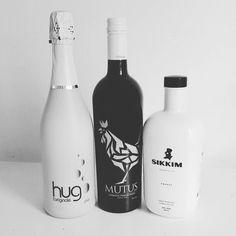 Mutus is the new black... Sibbaris.es trío. #luxury #beverages #vermouth #vermut #premium #b&w #blackandwhite by mutusvermouth