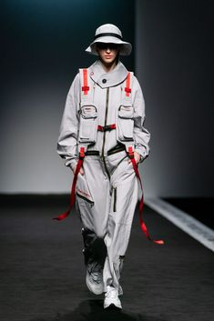 Weird Fashion, Live Fashion, Sport Fashion, Urban Fashion, Fashion Show, Fashion Outfits, Fashion Design, Mode Cyberpunk, Cyberpunk Fashion