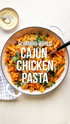 Recipes Snacks Videos This Cajun Chicken Pasta ticks ALL the boxes: quick, easy, delicious and Syn Free on Slimming World! A simple one-pot chicken pasta recipe that the whole family will love – on the table in 30 minutes Slimming World Cajun Chicken, Slimming World Vegetarian Recipes, Slimming World Dinners, Actifry Recipes Slimming World, Slimming World Pasta Bake, Slimming World Syns, Slimming Recipes, Best Pasta Recipes, Chicken Pasta Recipes
