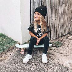 ERES DE LAS CHICAS MAS RICAS DEL MUNDO... #novelajuvenil # Novela Juvenil # amreading # books # wattpad Outfits Niños, Skater Girl Outfits, Tomboy Outfits, Skater Girls, Skater Kid, Vans Outfit, Disney Outfits, School Outfits, Tomboy Baby Girl