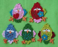 """Este é um aplique para aves. As aves medem 3.0 a 3.5 """"(8-9 cm) de altura.    Crochet padrão PDF inclui instruções escritas, gráficos de crochê e um monte de fotos para ajudar a criar FITSCH, o x2 pássaro."""