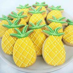 Pineapples decorated sugar cookies… - Shugary Sweets - Savor the sweet life Hawaiian Cookies, Luau Cookies, Pineapple Cookies, Fruit Cookies, Summer Cookies, Iced Cookies, Birthday Cookies, Royal Icing Cookies, Cut Out Cookies
