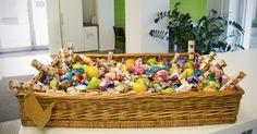 Frohe #Ostern! Der TWT Osterhase war schon da und hat viele leckere Naschereien in unseren Korb gelegt. Dankeschööööön! :)  Wir wünschen Euch nur das Beste, gerade jetzt zum Osterfeste. Euch allen sonnige Feiertage!