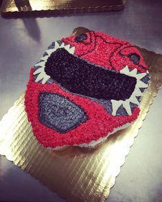 Red power ranger cupcake / cupcake cake