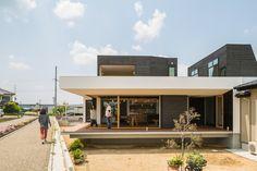 家に設けられた縁側は開放感と共に屋外との繋がりも作り出しています。