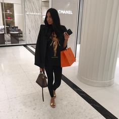 how to style outfits Louis Vuitton Alma, Mode Outfits, Fashion Outfits, Womens Fashion, Fashion Fashion, Runway Fashion, Fashion Trends, Alma Bb, Classy Outfits
