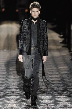 Gucci - Fall 2008 Menswear - Look 39 of 45?url=http://www.style.com/slideshows/fashion-shows/fall-2008-menswear/gucci/collection/39