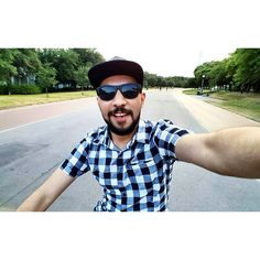 Ayer no sólo me subí a una bici luego de años de no hacerlo sino que no me caí e incluso pude tomarme una autofoto. Qué chulada! #sinmoretones #nohuboreumas #Fundidora #Selfie #saturday #black #bikeride