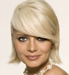 They want to adopt the short hairstyle but these hairstyles must also make them cute. Here is a gallery of cute short haircuts 2013 which you can try on your hair: Blonde Bob Hairstyles, Medium Bob Hairstyles, Cool Hairstyles, Hair Styles 2014, Medium Hair Styles, Short Hair Styles, Popular Short Hairstyles, Cute Short Haircuts, Cool Blonde Hair