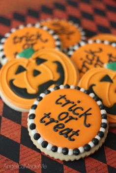 Trick-or-Treat! 'Tis the season for all things orange. Halloween sugar cookies by AngelicaMadeMe featuring hand decorated jack o'lanterns and trick-or-treat decorations. Halloween Desserts, Postres Halloween, Halloween Cookie Recipes, Halloween Cookies Decorated, Hallowen Food, Halloween Sugar Cookies, Halloween Treats, Halloween Halloween, Holloween Cookies