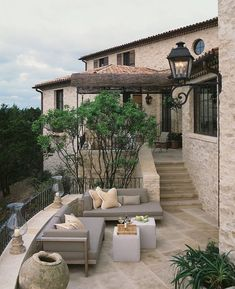 Take a look Beautiful Tuscan Patio Design For Elegant Homes Ideas 12 The Tuscan style integrates comfortable planet tones along with all-natural products along with buil. Tuscan Design, Tuscan Style, Style At Home, Stone Patio Designs, Pool Designs, Design Exterior, Exterior Homes, Stone Exterior, Mediterranean Home Decor