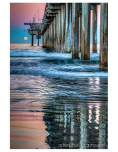 Full Wolf Moon setting this morning at Scripps Pier. By Matt Aden Photography.
