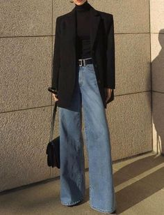 Oui au jean flare porté en mode chic, Best Picture For short Blazer Outfit For Your Taste You are looking for something, and it is going to tell you exactly what y Look Fashion, Korean Fashion, Trendy Fashion, Winter Fashion, Vintage Fashion, Fashion Black, Classy Fashion, 70s Fashion, 90s Fashion Grunge