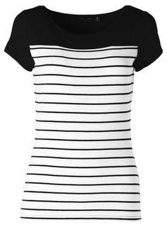 T-paita. Seppälä. Samainen t-paita musta-valkoisena.