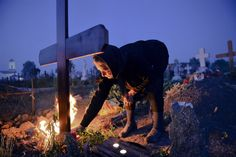 Romanians honor dead ahead of Orthodox Easter - PhotoBlog