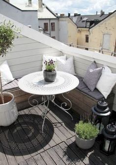 Small apartment balcony furniture and decor ideas (54)