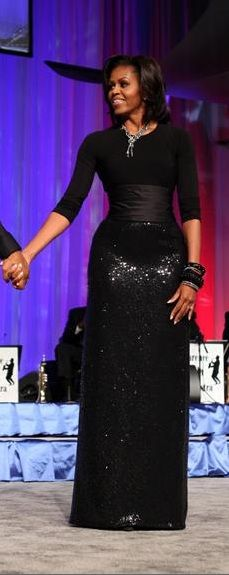 First Lady Michelle Obama When I saw this dress. We have the most stylish beautiful First Lady ever! Michelle E Barack Obama, Barack Obama Family, Michelle Obama Fashion, American First Ladies, First Black President, Black Presidents, Style And Grace, Joe Biden, Durham