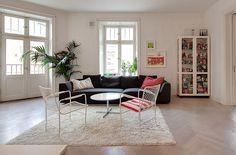 """www.skeppsholmen.se """"Hörnvåning med stora öppna ytor i stilren design med sekelskiftes höga takhöjd, öppen spis, ljusa materialval och vackra detaljer."""""""