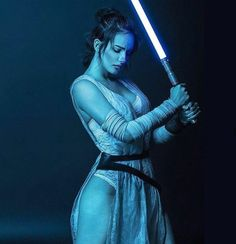 Rey Star Wars cant find whos the cosplayer but shes amazing! - Finn Star Wars - Ideas of Finn Star Wars - Rey Star Wars cant find whos the cosplayer but shes amazing! Star Wars Fan Art, Rey Star Wars, Star Wars Jedi, Finn Star Wars, Rey Cosplay, Cosplay Anime, Cosplay Girls, Cosplay Style, Female Cosplay